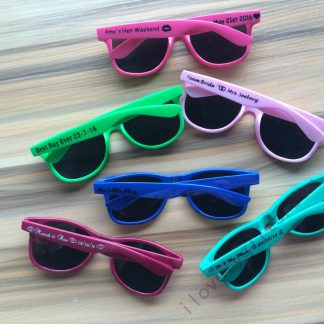 cheap-personalized-sunglasses-wedding-favors-wholesale-practical-bridal-shower-favors