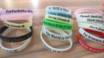 personalized-silicone-bracelet-inexpensive-wedding-gifts-wedding-invitation